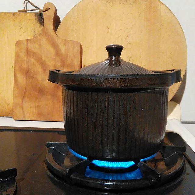 ごはんは土鍋で炊く!と、美味しいですよね。#城進 #土鍋 - from Instagram