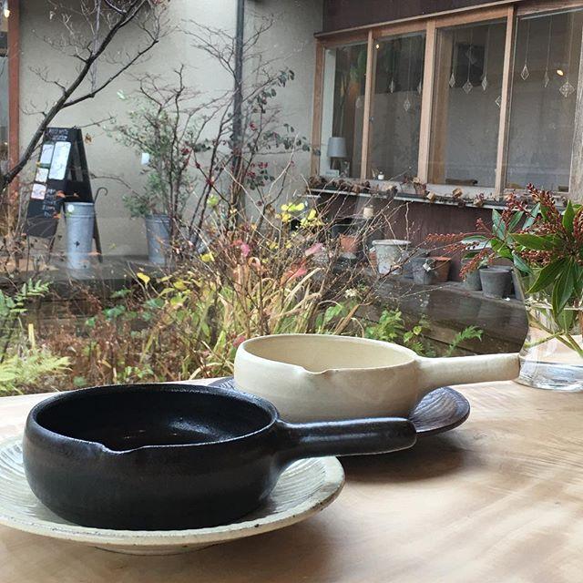 今年もどうぞよろしくお願いいたします。打合せ初め。3/10〜3/25 奈良のFIELD NOTEさんでの個展に合わせ四月の魚さんにランチをお願いできることになりました。(1日か、2日限定ですが…)・詳細決まりましたらお知らせいたします!楽しみですねー。@ciaotome @fieldnote_ @jojosusumu