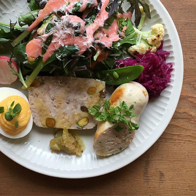 今日は四月の魚さんのスペシャルランチ。美味しいが盛り盛りでした!・城進のうつわ展3/25までFIELD  NOTE(奈良)にて@ciaotome @fieldnote_ @jojosusumu