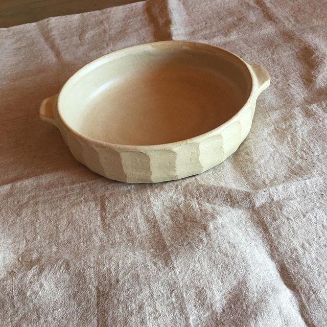 久しぶりに白いグラタン皿も作りました。ラ・ロンダジルさんへ。.城 進 陶展10月20日(土)-10月27日(土)ラ・ロンダジル(東京 神楽坂)にて22日(月)休み在廊日 20日@la_ronde_d_argile @jojosusumu