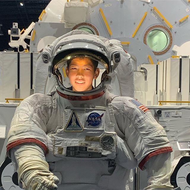 夏休み2019③絶対に撮っちゃいますよね。この前あの人も!と思いながら。.マジックテープ万歳!#jaxa筑波宇宙センター