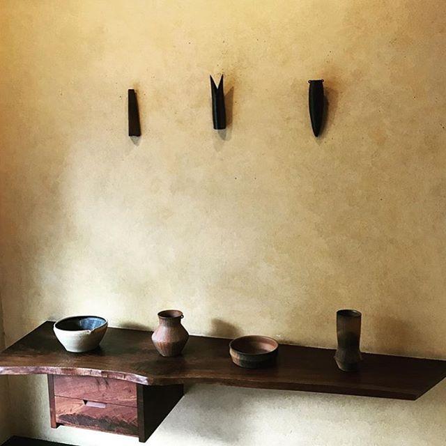 昨日より始まりました桃居さんでの個展。お越しいただきました皆さまどうもありがとうございました。今日も一日在廊しております。お時間ございましたら…お待ちしております。.城進陶展9/13(金)→9/17(火)桃居 にて在廊日 9/13、9/14@jojosusumu