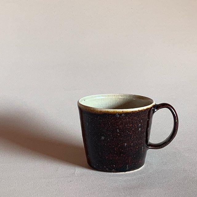カップを変えるだけで気分も変わる。新しいマグカップ。なんてことないけど、気分。. 城進展11/2(土)〜11/11(月)KOHORO二子玉川店にて11/2在廊ポットやカップ、耐熱の器も並びます。どうぞよろしくお願いします。@irohani_kohoro @jojosusumu
