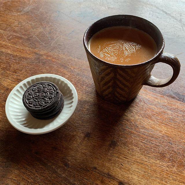 ミルクティー膜張っちゃった…温かいものが美味しくなってきましたね。ホッとします。.城進展11/2(土)〜11/11(月)KOHORO二子玉川店にて11/2在廊ポットやカップ、耐熱の器も並びます。どうぞよろしくお願いします。@irohani_kohoro @jojosusumu