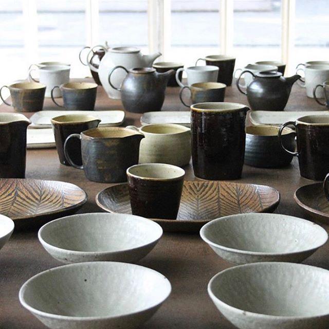 絶好の行楽日和。今日は二子玉川のKOHOROさんに居ります。19時まで。お時間ありましたら、ぜひ!城進展11/2(土)〜11/11(月)KOHORO二子玉川店にて11/2在廊ポットやカップ、ごはん土鍋も並びます。どうぞよろしくお願いします。@irohani_kohoro @jojosusumu