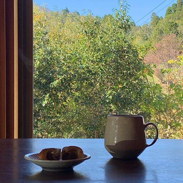 いつもの風景を見ながら、和紅茶。伊賀に戻ってきました。KOHOROさんにお運びいただきました皆さまどうもありがとうございました。皆さまのパワーをいただきまた制作の日々へ。KOHORO二子玉川店では11日まで開催中です。城進展11/2(土)〜11/11(月)KOHORO二子玉川店にて11/2在廊ポットやカップ、ごはん土鍋も並びます。どうぞよろしくお願いします。@irohani_kohoro @jojosusumu
