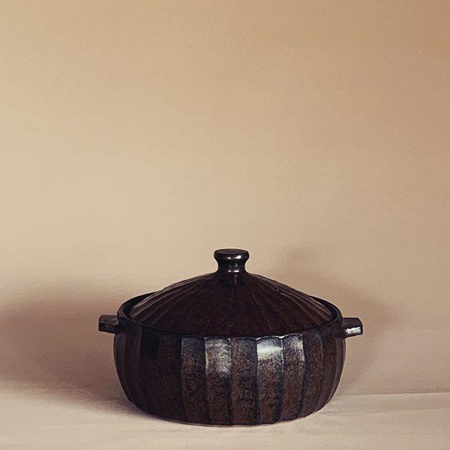 今晩 何作ろうかな?こんな土鍋もありますよ。1/26まで開催中。城 進 展 普段使いの器2020.1.4 sat〜1.26 sunギャラリーやまほん にて@galleryyamahon @jojosusumu