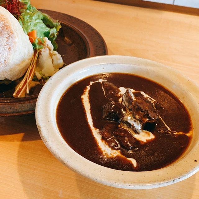 ビーフシチューランチ器を使っていただいている明和町にあるcafe shiroiroさんへ。お肉ゴロゴロ濃厚なビーフシチューとカリッとモチモチ自家製イングリッシュマフィンが好相性。お腹いっぱい美味しかった!