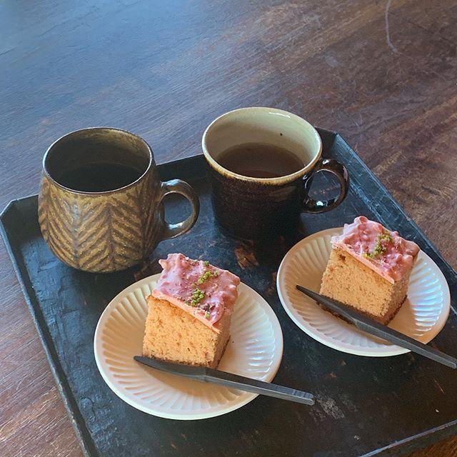なんかお腹空いたらしいので早っ!って言いながら、もうお茶。楽しみにしていた いちごカステラを。On me pense さんでの展示は明日から。どうぞよろしくお願いします。城 進 個展2/13(木)〜2/22(土)On me pense (蒲郡)にて2/17 close2/13 在廊@on_me_pense @jojosusumu