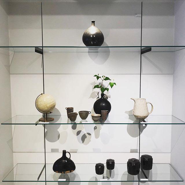 マスクして京都やまほんにいます。本日より始まりました。城進 陶磁器 展6/26(金)ー7/15(水)京都やまほん@kyoto_yamahon 在廊日 6/26休廊日 木曜日久しぶりに実物を見て欲しいな。お待ちしております。@jojosusumu